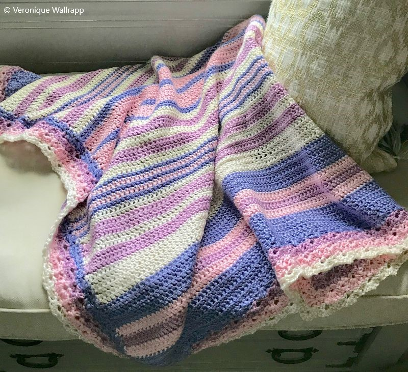 Baby Blanket with Scalloped Edging Free Crochet Pattern
