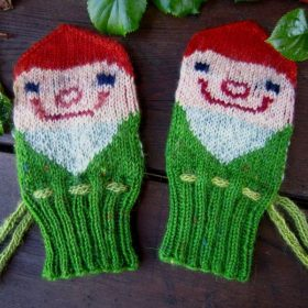 festive-knitted-mittens-ft