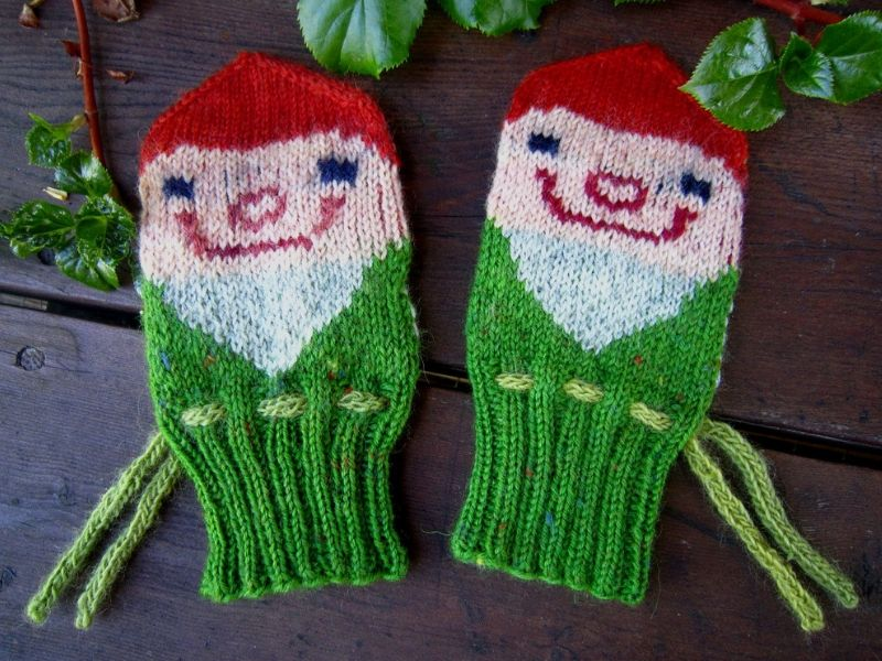 Festive Knitted Mittens Free Patterns