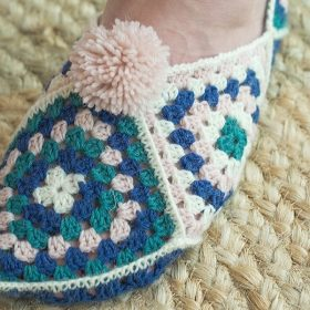 Cozy Crochet Slippers Free Patterns-feature